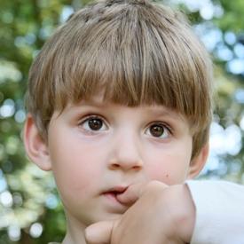 грызть ногти,вредная привычка,ребенок грызет ногти