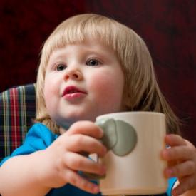 пить из чашки,как научить пить из чашки