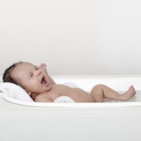 купание новорожденного,первое купание новорожденного