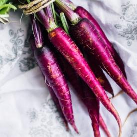 полезный продукт,морковь.польза моркови,фиолетовая морковь