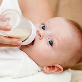 кормить ребенка,смеси