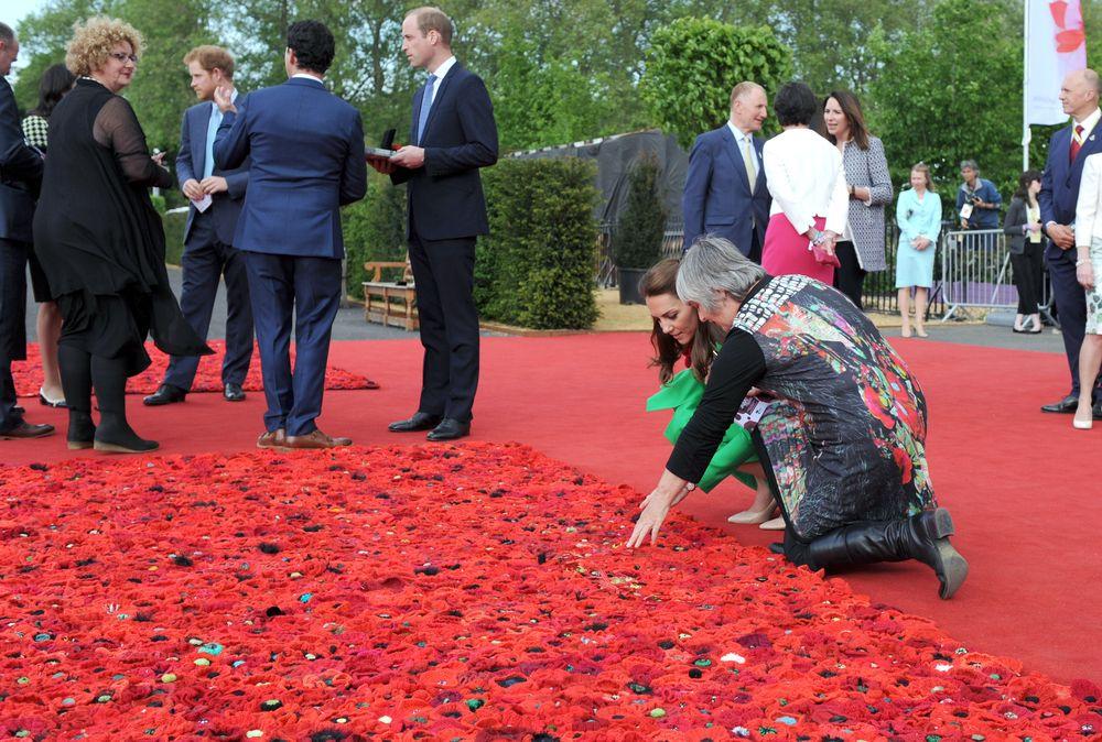 Кейт Миддлтон  посетила выставку цветов в роскошном изумрудном платье