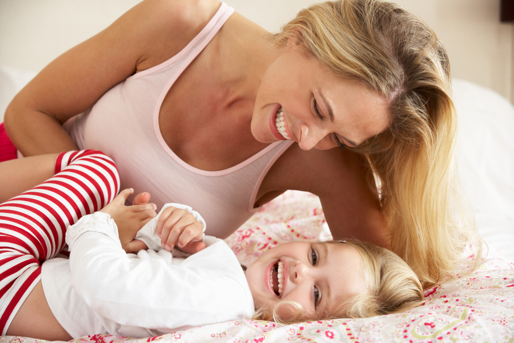 обнимать ребенка