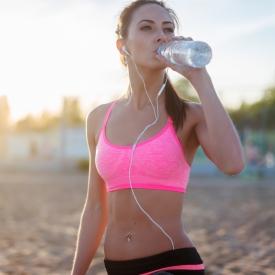 сколько пить воды летом, норма воды летом