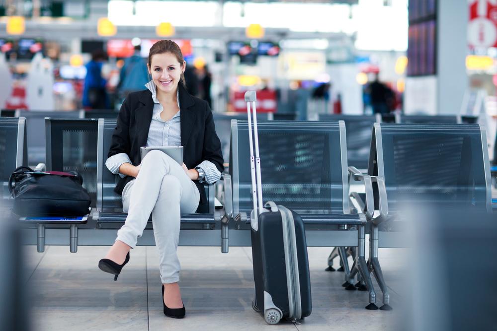 женщина в аэропорту