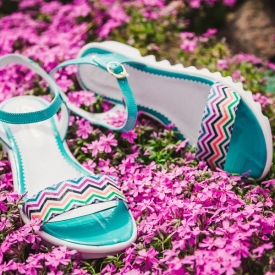 Модная летняя обувь, летние шлепанцы и босоножки