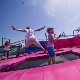 Где ребенку весело и активно проводить время летом?