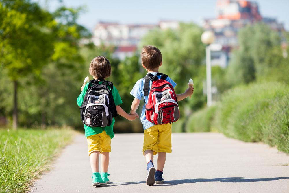 дети гуляют