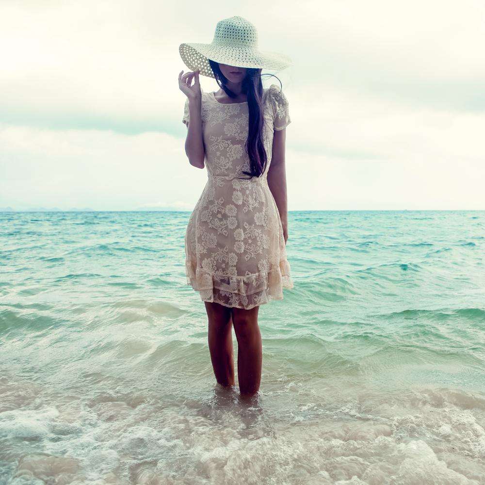 женщина море