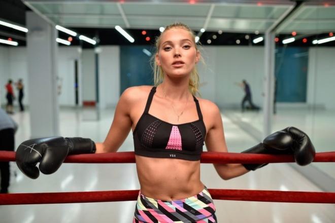 Марта Хант в боксерских перчатках