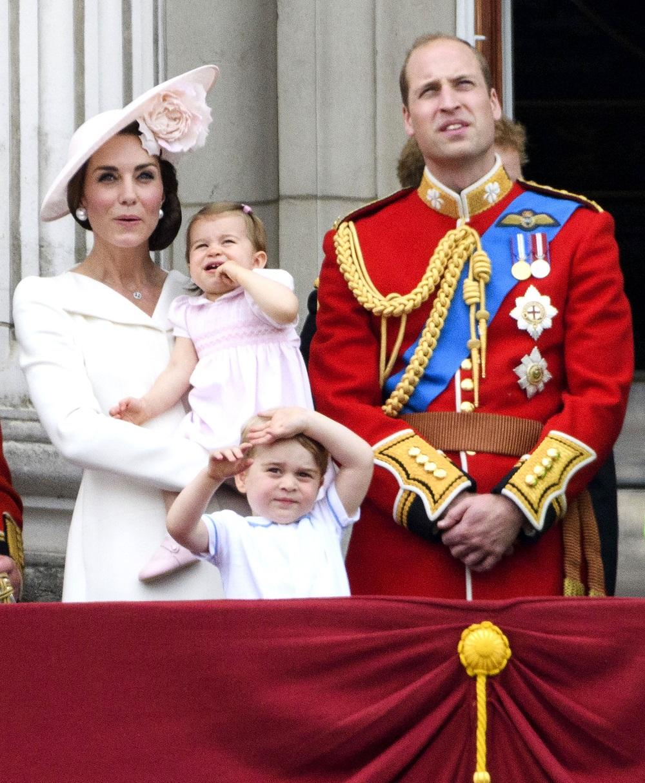 Принцесса Шарлотта с родителями и братом