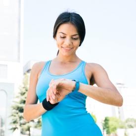 Почему стоит начать носить фитнес-браслет?