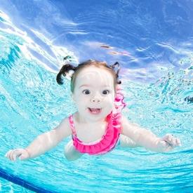 Американский фотограф показал, как выглядят дети под водой (Фото)