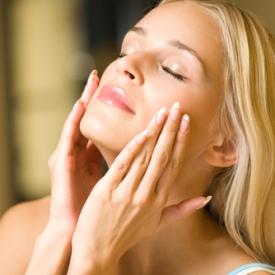 чувствительной кожей и расширенными порами,итают и восстанавливают кожу,антимикробным и противовоспалительным воздействием