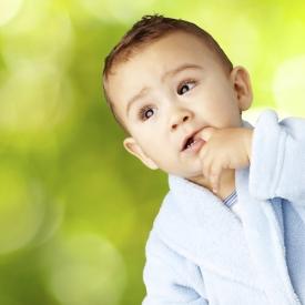 привычка сосать пальчик,почему малыш сосет пальчик,сосет палец