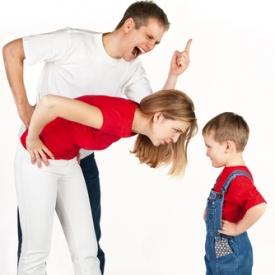 Кричать на ребенка