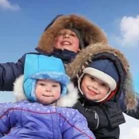 зимние забавы,когда ставить ребенка на лыжи,когда ставить малыша на коньки,как избежать травм