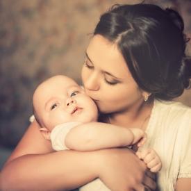 новрожденный,почему нужно носить на руках