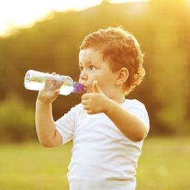 чем поить ребенка,вода для ребенка