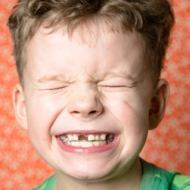 скрипит зубами во сне,почему,бруксизм,скрежет зубами