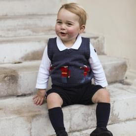 принц Джордж,Кейт Миддлтон и принц Уильям,королевская семья