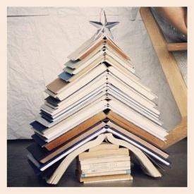 елка из книг,новый год,декор