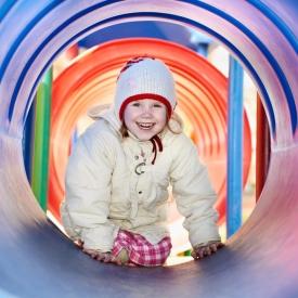 Что делать в случае травмы ребенка на детской площадке? Ответ специалиста