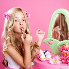 Девочка в косметике фото