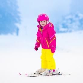 когда ставить ребенка на лыжи,лыжи,учить кататься на лыжах,зимние виды спорта,правила катания на лыжах,где кататься на лыжах,развитие ребенка