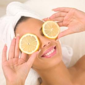 Теплая вода с лимоном, лимон, лимон для отбеливания