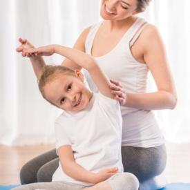 йога укрепит позвоночник, организм нормально развивается, йога полезна для здоровья ребенка
