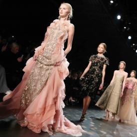 Марсала, розовый, изумрудный, цветовая гамма, платья