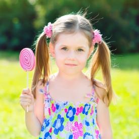 Что подарить девочке на два года: 5 актуальных идей