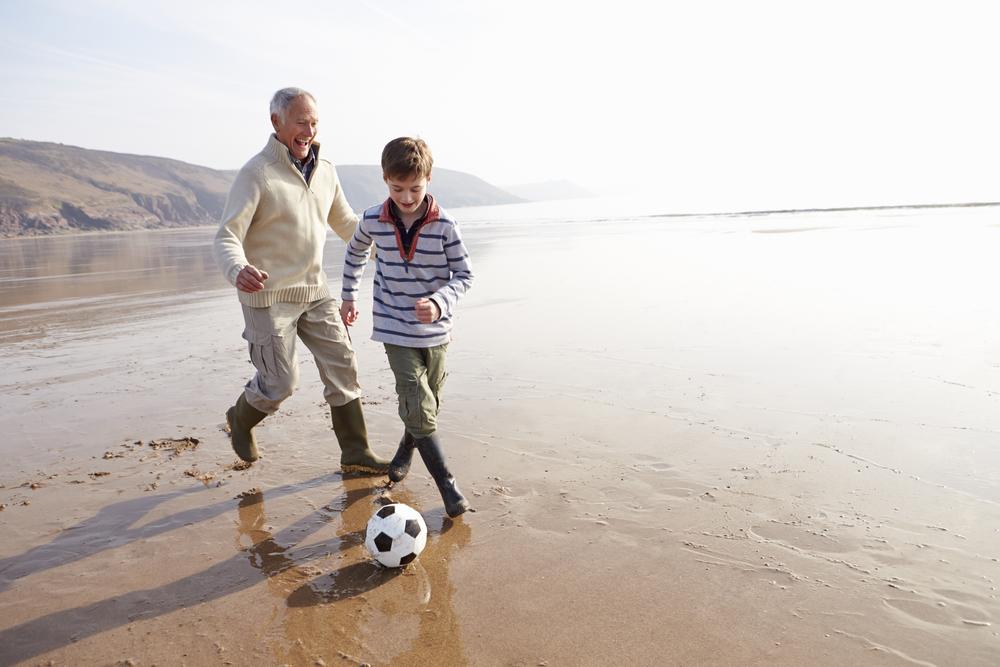 Детские вопросы: дедушка и внук