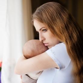 усталость,молодая мама