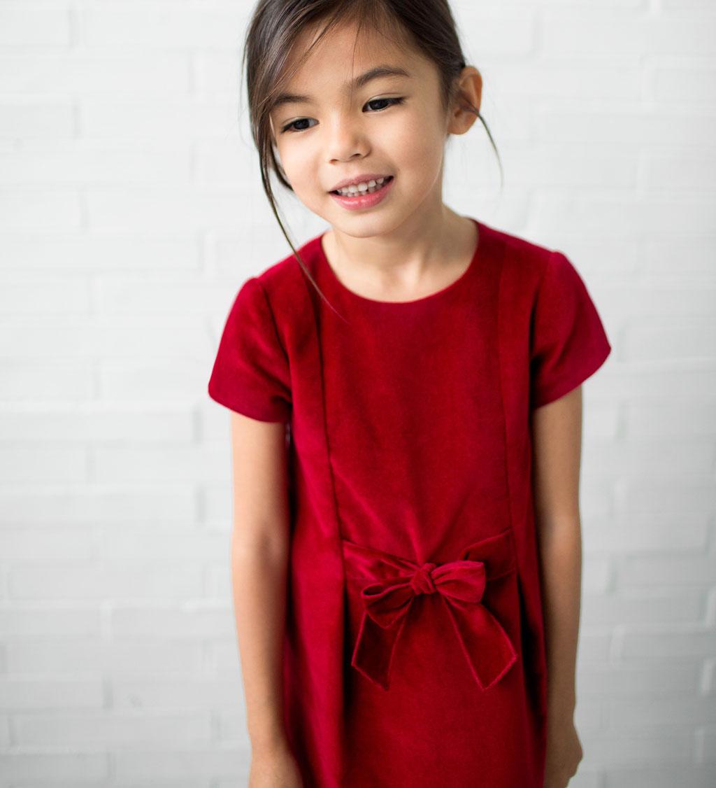 маленькие девочки Маленькие девочки очень любят все, что блестит и сверкает. Поэтому платье в  пайетках - беспроигрышный варинт.