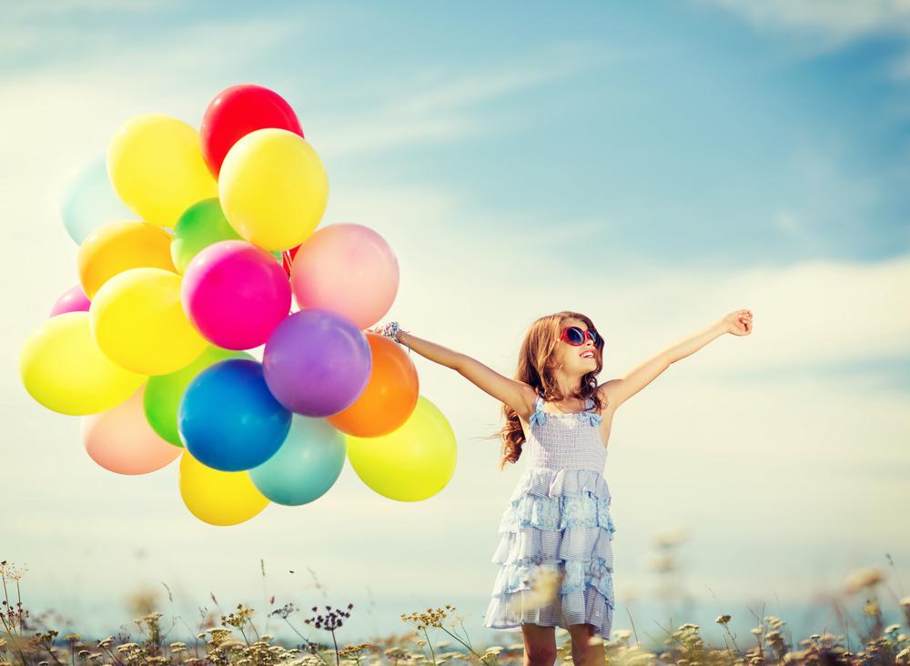 ребенок с шарами