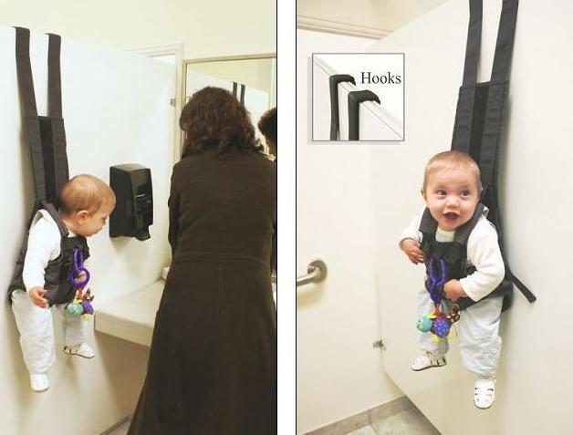 Мама с дочкой в туалете