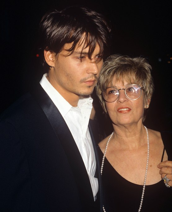 Джонни Депп: Эмбер Херд подала на развод через 2 дня после смерти матери актера