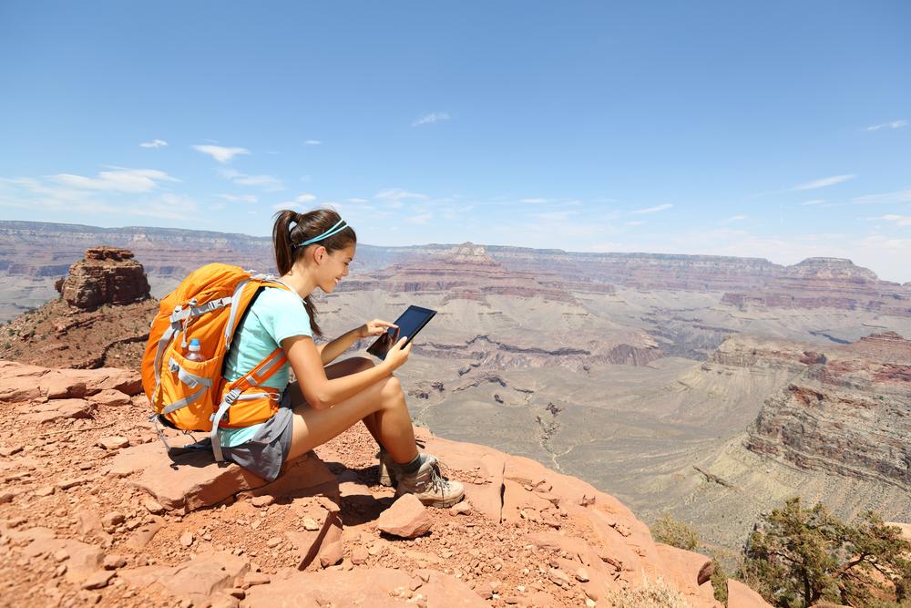 женщина с планшетом