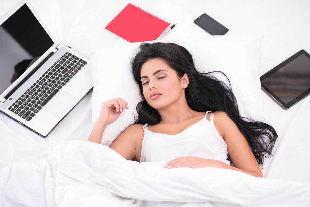 женщин спит