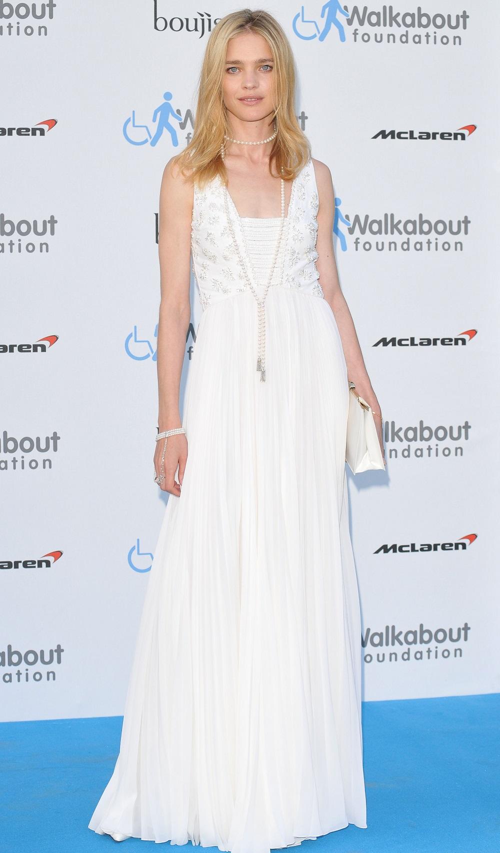 Наталья Водянова в белом платье