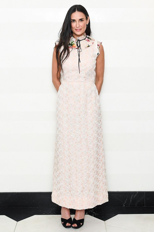 Деми Мур в белом платье