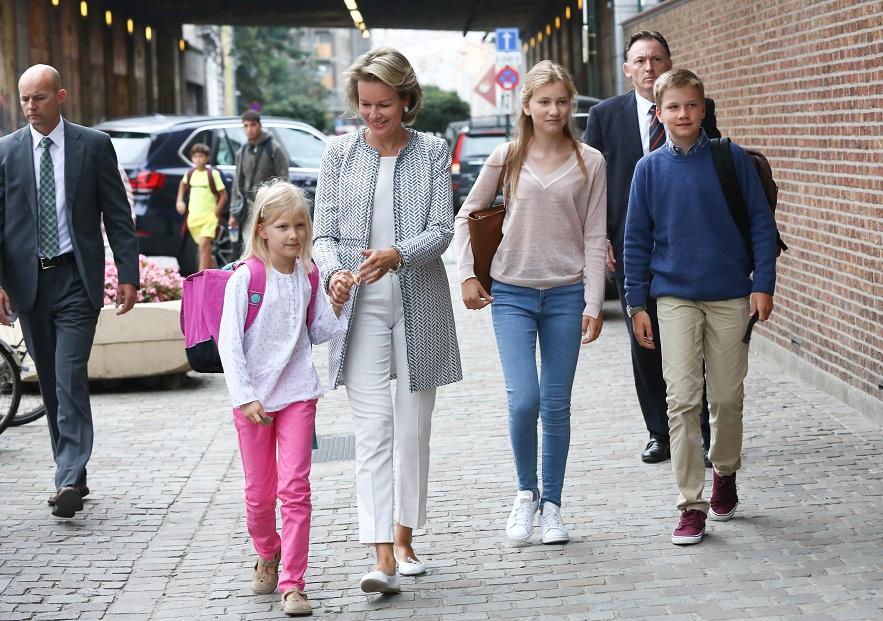 Королева Бельгии с детьми