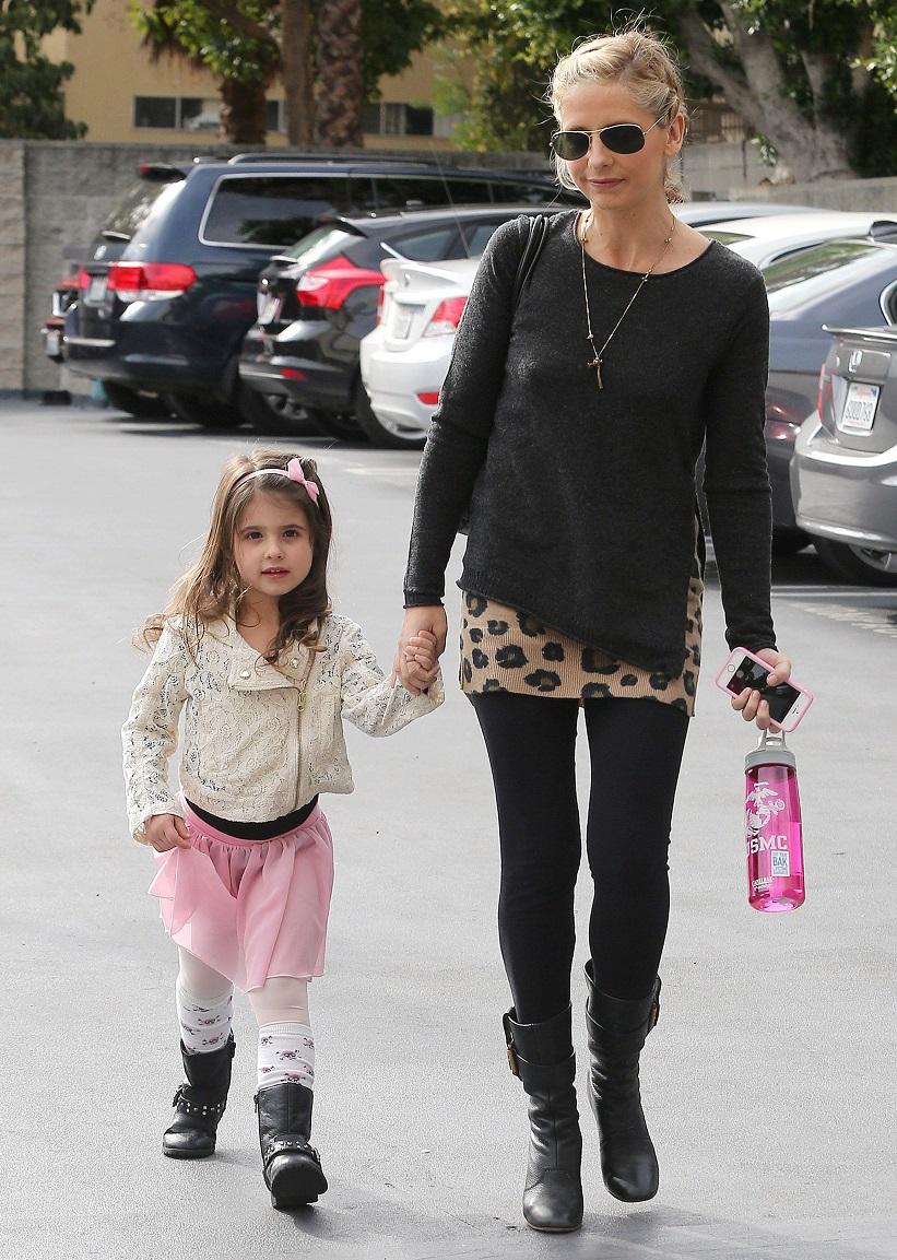 Сара с дочкой