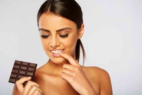 женщина шоколад