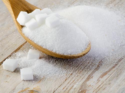 Сахар в ложке