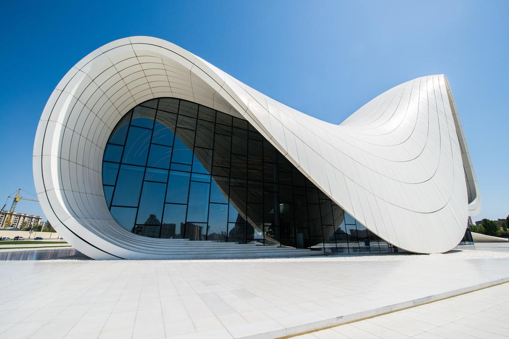Культурный Центр Гейдара Алиева, расположенный на одноименном проспекте в Баку